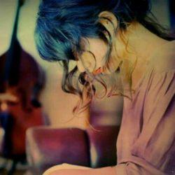 میگن کَسی ک دوستِـــــــــ ;داشته باشه مِثه سایه باهاتـه . . .ولـــــــــــــــــــــــــی. . . به قول مرتضی پـاشایی مَن اونیـَم که سایــــــــــــــــه;هَم نَداشت.
