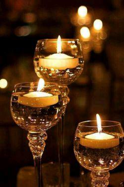 سلام. آخرین پنجشنبه ماه شعبان است؛ یک دانه شمع یک شیشه گلاب؛ چه ملاقات ساده ای دارند رفتگان!! روحشون شاد و یادشون گرامی ...