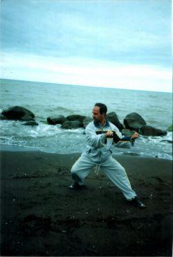 استاد جودی در ساحل دریای خزر