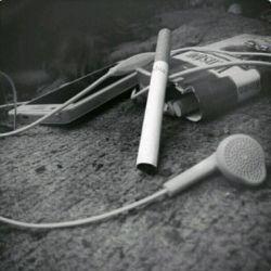 زندگیم شده  یه سیگار یه هندفری  هیییییییی :(