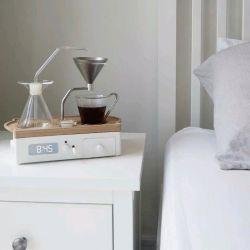 طراحی ساعتی قهوه ساز برای دوست داران قهوه  نحوه کار این ساعت به این نحو است که قبل از خواب آن را پر می کنید و ساعت را نیز تنظیم می کنید  و لحظه ای که می خواهید بیدار شوید قهوه تان نیز آماده شده و می توانید نوش جان کنید
