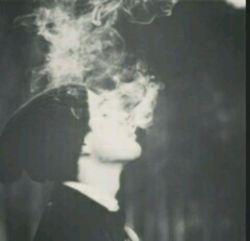 انقدر نگویید سیگار بد است.... سیگار خودش و لباس عروس سفیدش را میسوزاند تا دردهای مرا تسکین دهد.... کام میگیرم از سیگار چون آرامش مرا تضمین میکند....
