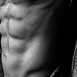 تقدیم به بدنسازان : من بدن سازم: روزگارم بد نیست... تكه بازویی دارم، تكه زوری، سر سوزن سیكس پكی... و خدایی كه در این نزدیكیس، لای آن دمبل ها، پای آن تردمیلِ بلند... من بدن سازم... قبله ام آرنولد است جانمازم باشگاه،مهرم وزنه ها من وضو با تپش وزنه ها می گیرم در تمرینم جریان دارد آمینو، جریان دارد وِى ، همه ذرات بدنم تیكه تیكه شده اند... من هم معتادم... معتاد ورزش... آرزوهای زیاد... تلاشهایم مستمر... من بدنسازم.. (: