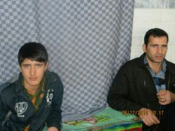 خودم و داداش کوچیکم حاج علیرضا سمت چپ عید ٩۴در حسینیه روستا