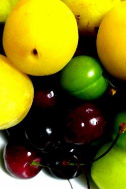 سلام  .یکم خود و دیگر آزاری کنم .به به چه میوه های خوشمزه ای !!!