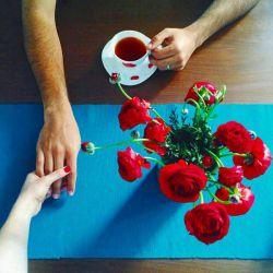 دعا می کنم یکی از این روزها  یک نفر دعوتت کند به عشق  به همنشینی با فنجانی چای معطر  یا یک کاسه آش داغ  یا هر چیز که به زندگی  دلگرم ترت می کند