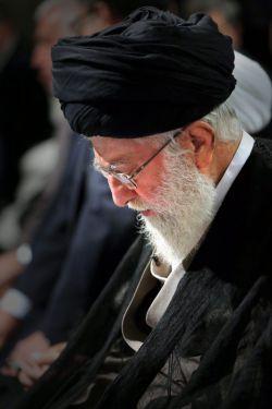 رهبر معظم انقلاب: برادران و خواهران عزیز! قدر این ماه رمضانی را که در آن هستیم، بدانیم. هزاران هزار ماه رمضان در طول تاریخ آمده و رفته؛ حالا بین این ماهها ما در چند ده ماهش هستیم؛ همین را قدر بدانیم. پارسال ماه رمضان، کسانی بودند از نزدیکان ما که امسال نیستند. نمیدانیم سال دیگر کدامیک خواهیم بود؛ این ماه را قدر بدانید. ماه استغفار و توبه و تذکر است، ماه عبادت و گریه است، ماه دل بستن به معنویات است. ۹۵/0۳/۲۵ http://qommpth.ir/main.php?langj=1