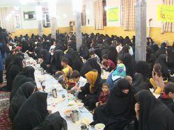 بنیاد خیریه یاران مهر اوجان در قالب طرح ضیافت مهر رمضان سفره افطاری 1000 نفری برپا کرد .