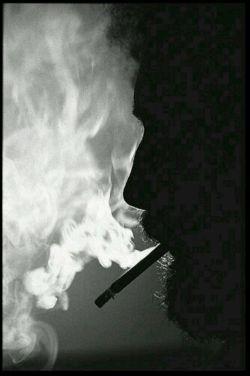 مرد بغض نمی کند... مرد گریه نمی کند... مرد نمی شِکند... فقط سیگاری روشن می کند و آرام و بی صدا لابه لای دود و شعر می میرد!!!
