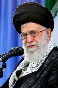 رهبر معظّم انقلاب: وقتی شما هُشیارِ خودت بودی، هشیارِ دشمنت هم هستی. وقتی مواظب شیطانِ درون خودت بودی، مراقب شیطانِ بیرونی هم خواهی بود. وقتی شیطان درون ما نتواند به ما آسیب برساند، شیطانِ بیرون هم به آسانی نخواهد توانست ما را محکوم کند و ضربه وارد سازد. این، آن پیام ماه رمضان است. ۱۳۷۲/۱۱/۲۹ http://qommpth.ir/main.php?langj=1
