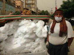 ین روزها در اغلب شهرهای منطقه اورامانات افرادی دیده میشوند که برف میفروشند، آن هم کیلویی 10 هزار تومان!