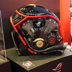 طراحی کیس مخصوص بازی با الهام از طراحی موتور سیکلت (طراحی شده توسط شرکت ایسوس) همراه ما باشید: http://www.aparat.com/asus