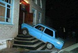خونش پارکینگ نداره ,مخواد بره تو پذیرایی پارک کنه.