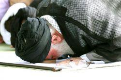 خداروشکر..خوشحالی یعنی قسمت بشه و نماز ظهر امروزت رو به حضرت آقا اقتدا کرده باشی..خدایا کمک کن بتونیم از این نفسای آخره ماهه رمضان استفاده کنیم..#التماس دعا