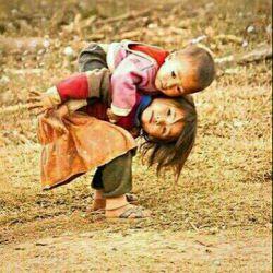 خوشبختی زمانی می آید، که گله و شکایت از مشکلاتی که داریم را متوقف، و به خاطر تمام مشکلاتی که نداریم، شکرگذاری کنیم.