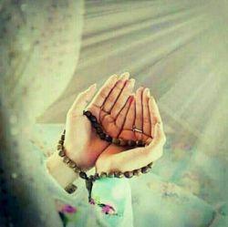 الهی  اگر می آزمایی، توان تحمل وصبر مرا زیاد کن؛ اگرمی بخشایی، ظرفیتم را افزایش ده؛ اگر می ستانی ،گوهرکمالی را ارزانی دار اگرمیرهانی...خدایا،حتی لحظه ای مرا به حال خود رها مکن ،  نیاز نیازمندان را تنها تو پاسخگویی که بی نیاز از هر نیازی .  پروردگارا آن ده که آن به....  التماس دعا....