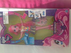 عروسكـ پینكى فرند شیب گیمز خریدم ! دیگه نذاشتند بقیه رو بخرم گفتند چه قدر میخواهى دیگه ! خلاصه بقیه گیرم نیومد !