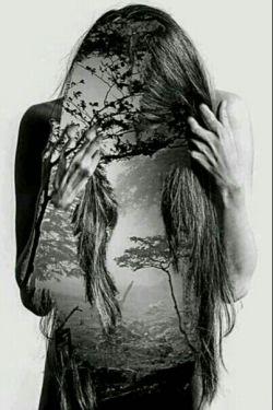 همیشه فردایت را تنها تصور کن بدون هیچ کس تو و خودت...  امروز که تمام شود حتی سایه ات هم در کنارت نخواهد ماند...  این تنها قانونیست که تو را باز میدارد از التماس برای ماندن دیگران...  و تنها آن زمان است که دیگر ترسی از رفتن هیچ کس و از دست دادن هیچ چیز را نداری..