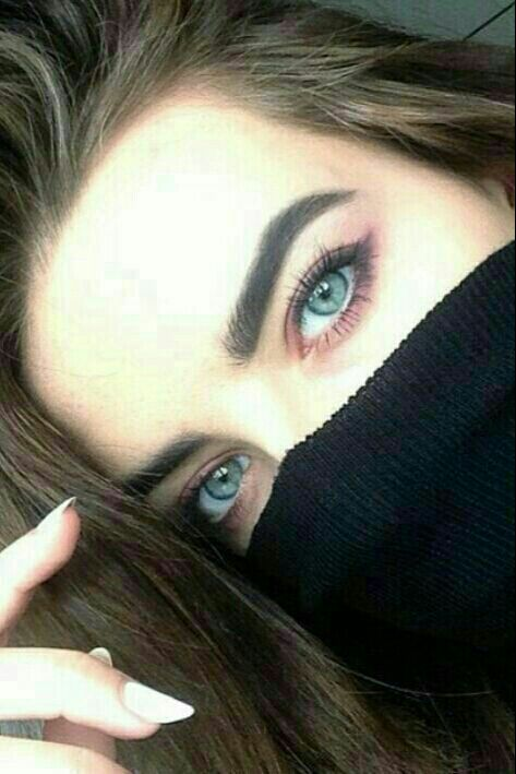 تو میگویی حواست را بیشتر جمع کن چشم ولی... مگر چشمانت میگذراند....!؟