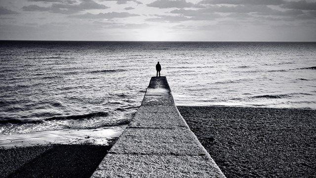 هر چه می خواهمت از یاد برم ممکن نیست// من تو را دوست نمی دارم اگر بگذاری....