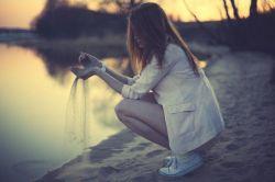 من بودم    تو    و یک عالمه حرف...    و ترازویی که سهم تو را از شعرهایم نشان می داد!!!    کاش بودی و    می فهمیدی    وقت دلتنگی    یک آه    چقدر وزن دارد...