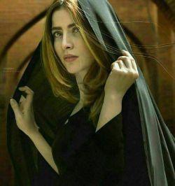 اینکه میگویند زن حجاب داشته باشد تا مرد به گناه نیفتد مثل این است که بگویند: خورشید نتابد تا بستنی هایتان آب نشود...! سیمین دانشور §