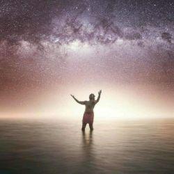 """دل من آبی ست بیکران تر از دریا دل من ستاره ای دارد بهترین ستاره ی دنیا در همین حوالی مینویسم از وصفش برای مردم دنیا و نامش را میگذارم """"تنها ستاره ی من خدا"""""""