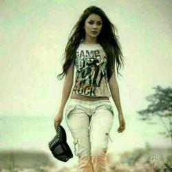 شنیدم وقتی ڪه میرفتی رد پایت را پاک میکردی بیخیال… من دنبال دلت بودم.. وقتی دلت با من نیست چه فرقی میڪند ڪجا باشی!!!