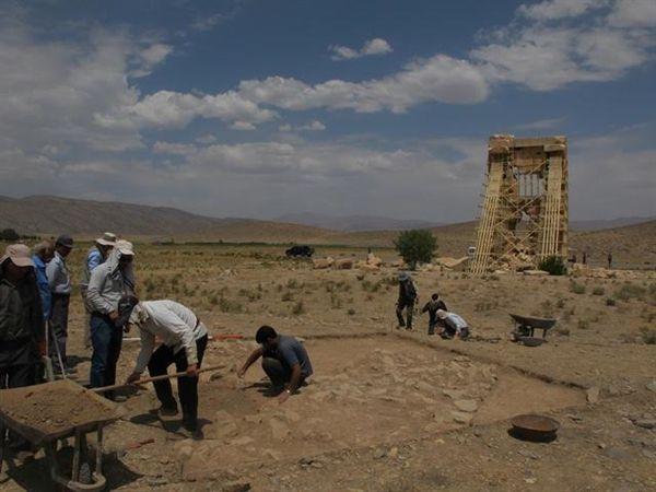 در تازه ترین کاوش ها در محوطه #پاسارگاد صورت گرفت: دست یابی باستان شناسان به یافته های نو از #زندان_سلیمان - 16 مرداد 1395