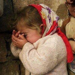 از بچگی برای ما فقط از عاق والدین  گفتند و خواندند و اما هیچوقت کسی نیندیشید که عاق فرزند چه عواقبی برایش دارد،پدر و مادری که نمیتوانند درک کنند فرق است بین فرزندی که زخم میزند و فرزندی که مرحم میگذارد،آنها که دم از عدالت بین فرزندان میزنند وبدون توجه به کارها و اعمال و سکنات فرزندانشان رعایت حق و انصاف را نمیکنند،مطمئن باشید اگر فرزندتان از روی مهر و محبت  شما را عاق نکند مورد غضب خداوند هستید،خدا حق بندگانش را نمی بخشد