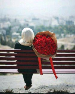 وصال توست اگر دل را مرادی هست و مطلوبی...  کنار توست اگر غم را کناری هست و پایانی...!  #سعدی