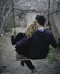 خانوم من میخوام یه چیزایی بهت بگم  میخوام بگم خیلی دوس تت دارم بگم بی نهایت عاشقتم  نفسم به نفست بنده  عاشق تموم لحظه های کنار تو هستم  تموم لحظه های شادمون  خنده هامون  اشکامون عاشق اینم که ببوسیم  عاشق اینم وقتی حرفای دلتو بهم میگی  وقتی بهم میگی که چقدر دوستم داری  عاشق شنیدن صدای قلبتم  عاشق حرف زدن باتوهستم  عاشق ... و ... و اره همه ی زندگیم خلاصه بگم  عاشق هر چیزیم که مربوط به تو باشه. باور کن بدون تو نمیتونم  خیلی دوستت دارم