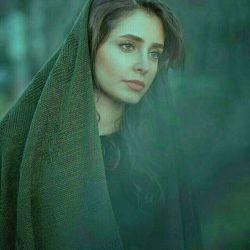 تو اگر #مال_من بودی, می نشستم گوشه ای آرزوهایت را یک به یک به روی کاغذ می آوردم، تا روزی آنان را برآورده کنم آخر آرزوهای تو آرزوهای من است ..! تو اگر #مال_من بودی... به جای تو بغض می کردم و اشک می ریختم، دلم می خواست همیشه صدای خنده هایت را بشنوم تو اگر #مال_من بودی... هر روز عشق را به خانه می آوردم تا عاشقی را از یاد نبرم به راستی #چه_میشد_اگر_تو_مال_من_بودی...