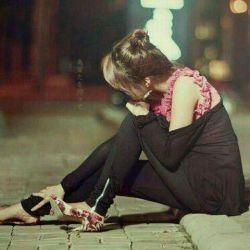 ادمک اخر دنیاست ، بخند ادمک مرگ همینجاست بخند ادمک خر نشوی گریه کنی  کل دنیا سراب است بخند ان دست خطی که ترا عاشق کرد شوخی کاغذی ماست بخند ان خدایی که بزرگش خواندی به خدا مثل تو تنهاست بخند فکر کن درد تو ارزشمند است فکر کن گریه چه زیباست بخند صبح فردا به شبت نیست که نیست تازه انگار که فرداست بخند راستی انچه که یادت دادیم پر زدن نیست که درجاست بخند ادمک نغمه اغاز نخوان به خدا اخر دنیاست بخند...