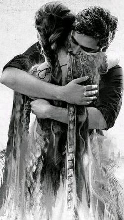 من هنوزم عاشقم اما تو عاشق نیستى سینه خشك مرا حتى شقایق نیستى  آنقَدَرخواندى به گوشم تا كه لیلایت شوم حال كه لیلا شدم مجنون سابق نیستى  من پر از عذرا و عاشق در هواى عاشقى تو براى عشق من یك ذره وامق نیستى  وقت  دیدارتو نبض ساعتم تب مى كند لحظه ایى فكر من و نبض دقایق نیستى  هر طرف فانوس عشقت بود من چرخیده ام زورق عشق مرا باد موافق نیستى  مدتى در قلب من بودى و حالا در سرم ظاهرا رویایى و روح حقایق نیستی !!!!