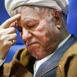 در دولت های بعد از انقلاب بغیر از دولت احمدی نژاد همه موفق بودند و موفق ترین آنها علی رغم وجود ضعف هایی در دوران ریاست جمهوری آیت الله هاشمی رفسنجانی و به عبارتی دولت سازندگی بویژه در اقتصاد و توسعه اقتصادی ؛ بهترین بود. http://www.karafarinha.com/index.php/9-uncategorised/944-hashemi-rafsanjani-and-state-building