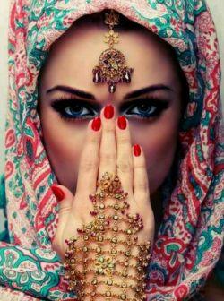 چشم ِ مست ِ یار ِ من ؛   میخـانہ میریزد بهم   #حافظ
