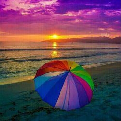 خوش به حال من و دریا و غروب خورشید...        و چه بی ذوق جهانی که مرا با تو ندید.