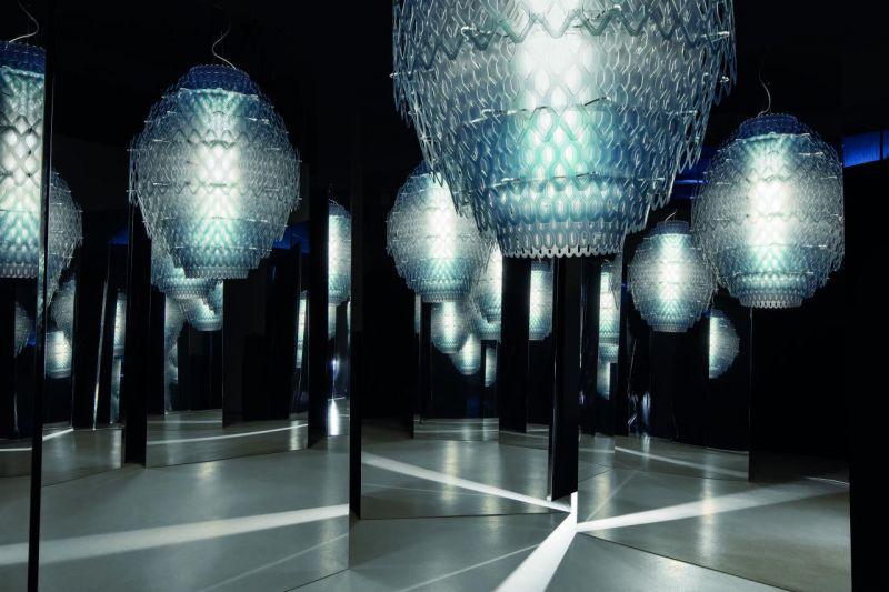 آویز روشنایی لوکس، جلوه ای از هنر دکوراسیون و صنعت نورپردازی. #Charlotte_blue_mirror  www.tiserra.com