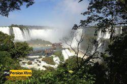 آبشار ایگوآزو - Iguazu  در سمت آرژانتین ( در بالا ) تور های گردشگری ، از طریق یک گذرگاه پیاده رو روستایی توریست ها را همراهی می کنند  ادامه مطلب و در وب سایت پرشن ایکسترا http://persianxtra.ir/?p=529