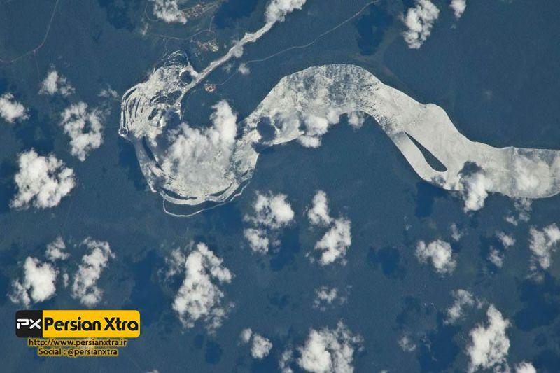 آبشار ایگوآزو - Iguazu  تصویر ماهواره ای ناسا از آبشار ایگوآزو  ادامه مطلب و در وب سایت پرشن ایکسترا http://persianxtra.ir/?p=529