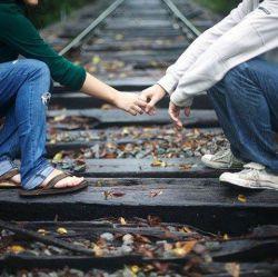 می خواهمت ولی،  دوری؛ خیلی خیلی دور،  نه دستم به دستانت می رسد؛  نه چشمانم به نگاهت ...  اما ازهمین فاصله هم عاشقانه دوستت دارم  (تقدیم به عشق تموم زندگیم. کسی که همه آرامش منه. علی)