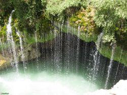 آبشار آب ملخ در سمیرم اصفهان