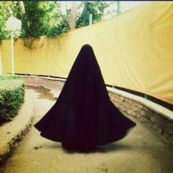 وصله ی دل به نخ چادرتان می ارزد ....تاری از آن به دو صد زلف کمان می ارزد ...بوسه از گوشه ی آن چادر مشکی بانو...به هزاران لب صد رنگ زمان می ارزد♡♥♡