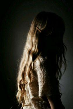 دیشب سرم را گذاشتم جای همیشگی اش! قطعه ای از بهشت! یک جا بین شانه و گردنت! نفس کشیدم، عمیق، عطر موهایت نبود! خیالم که راحت شد، دیگر نفس نکشیدم...