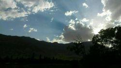 دلم هوایت را کرد  به آبیِ آسمان زنگ زدم.  خط روی خط بود  ابری به اشتباه   گوشی را برداشت  و هر دو زار زار گریه کردیم...!   #حمید_جدیدی