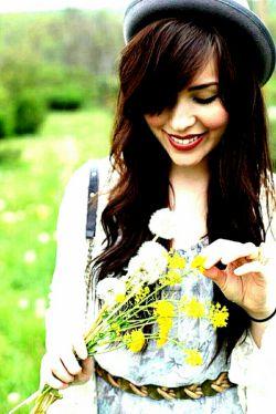 ....: من منتظرِ هیچ اتفاقی نیستم!  من،  منتظرِ یک روزِ معمولیام  که تو را معمولی دوست داشته باشم  وَ تو،  خوشَت بیاید