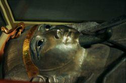 پادشاه نقره ای :  توضیحات در سایت پرشن ایکسترا http://persianxtra.ir/?p=658
