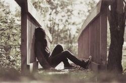 دردی که انـــــــسان را به سکوتـــــــــــ وامیدارد ....... بسیار سنگــــــین تر از دردی اســـــــت که انسان را به فریــــــــاد وامیدارد و انسان ها فقط به فریــــــاد هم میرسند نه به سکوتـــــــــ هم...............
