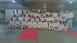 عکس دسته جمعی باشگاه ما با مهمانانی از باشگاه شهر باروق